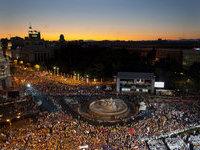 Дорогой визит Папы Римского возмутил испанцев.