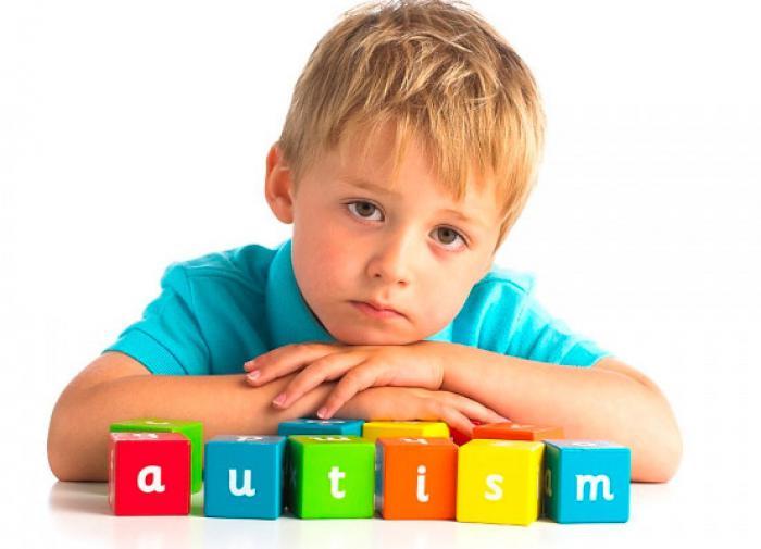 Врач рассказал, может ли вакцинация детей привести к аутизму