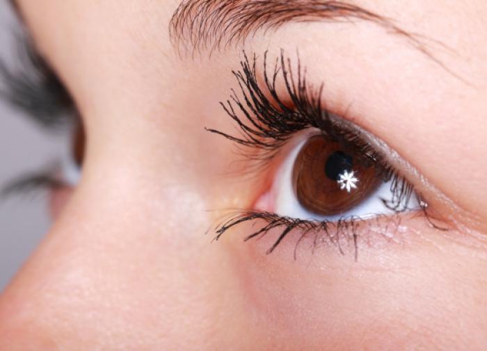 Создан фонарик, улучшающий зрение за три минуты в день