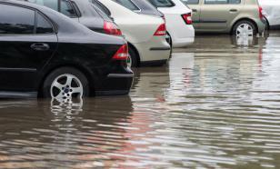 Безопасно ли парковать машину в луже