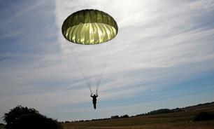 В Омске десантник погиб во время первого прыжка с парашютом
