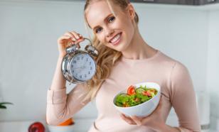 Нутрициолог заявила, что интервальное голодание вредно для женщин
