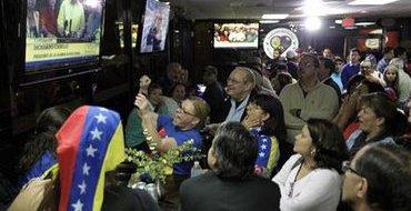 Венесуэльцы в США празднуют смерть Чавеса