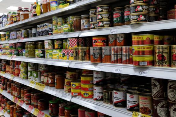 Эксперты: консервы нельзя употреблять после истечения срока годности