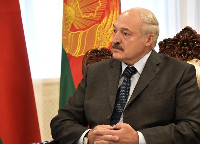 "Лукашенко о судьбе РБ: ""На колени не рухнем, это однозначно"""