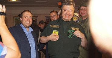 """Порошенко в Мариуполе официально стал """"укропом"""""""