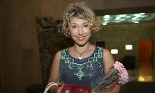Елена Воробей на концерте сломала руку