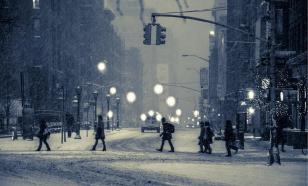 А снег идет: почему в Москве не хотят чистить крыши