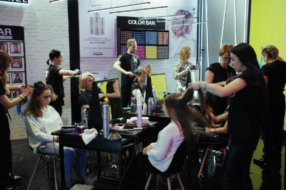 В Москве разрешили работать салонам красоты с медицинской лицензией