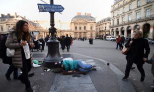 Активисты в Париже потребовали отдать бездомным часть средств, собранных для Нотр-Дама