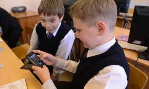 Матвиенко предложила запретить детям носить телефоны в школу