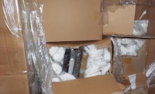 Контрабандисты пытались провезти кокаин в коробках с масками