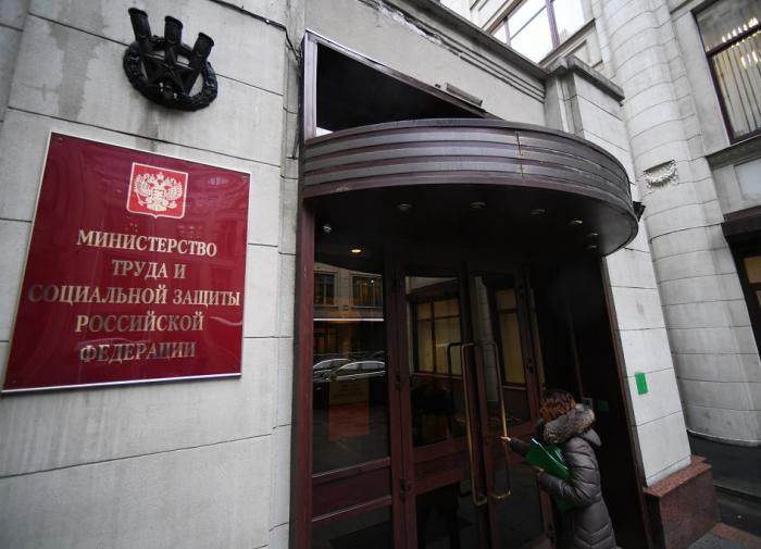 Минтруд объяснил, что грозит чиновникам с иностранным гражданством