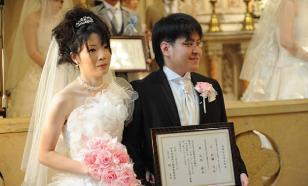 Японцам разрешили жениться с 18 лет для спасения страны