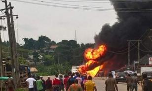 В Нигерии взорвался газовый танкер. Десятки человек пострадали