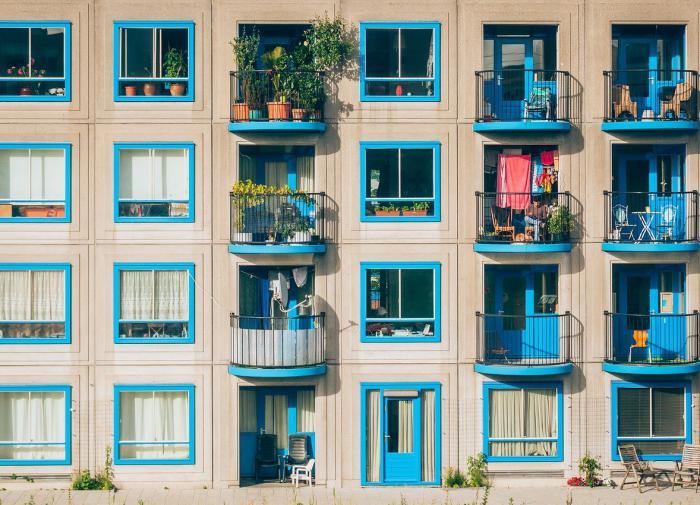 Когда остекление балкона считается незаконным?
