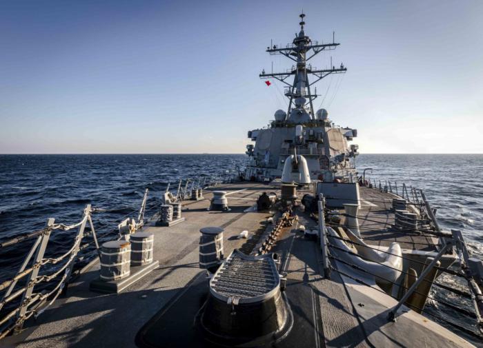 """Американский эсминец """"Джон Маккейн"""" """"выгнали"""" из Южно-Китайского моря"""