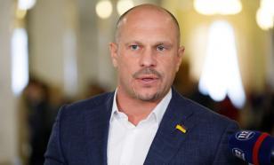В центре Киева депутат Рады сжёг нацистскую символику