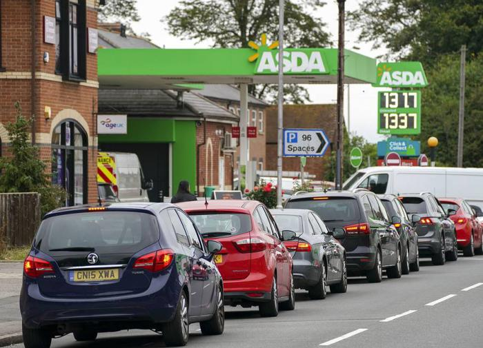 В Британии принимают экстренные меры, чтобы предупредить дефицит бензина