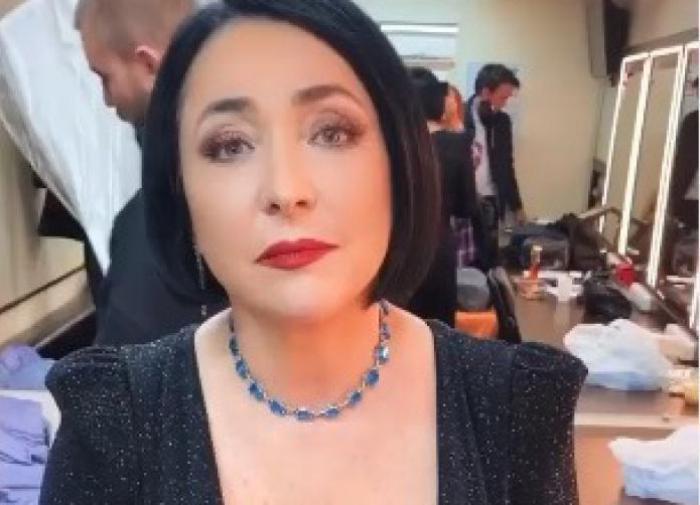 """Лолита Милявская призналась, что её тошнит от """"голубых огоньков"""""""