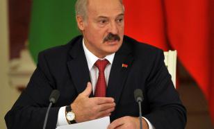 """Лукашенко поздравил белорусов и россиян, напомнив о """"давлении извне"""""""