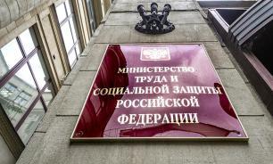 Минтруд: падение рождаемости в России связано с низкими доходами семей