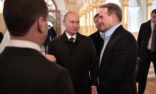Партии Зеленского и Медведчука лидируют в опросах на Украине