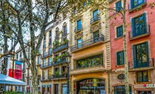 Барселона планирует возобновить прием российских туристов осенью