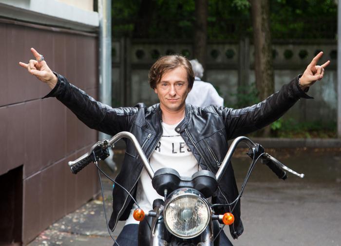 Сергей Безруков любит посидеть у костра