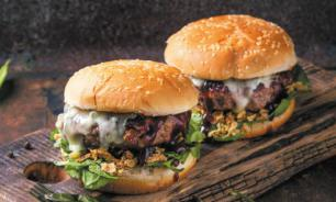Жительница Калифорнии съела за 10 минут 32 бургера
