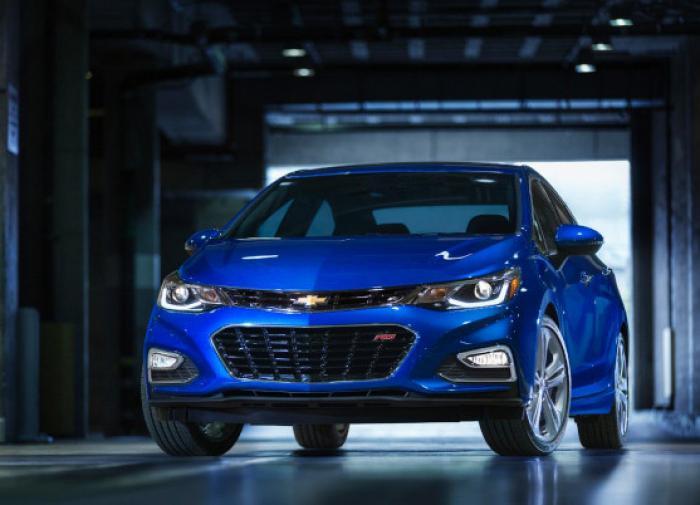 Продажи легковых автомобилей в РФ подросли на 0,8%
