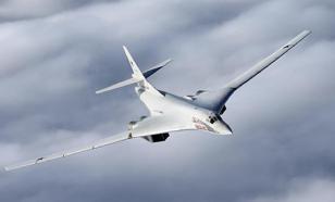 """""""Белые лебеди"""" в черном небе: на видео попали Ту-160 в суровых условиях"""