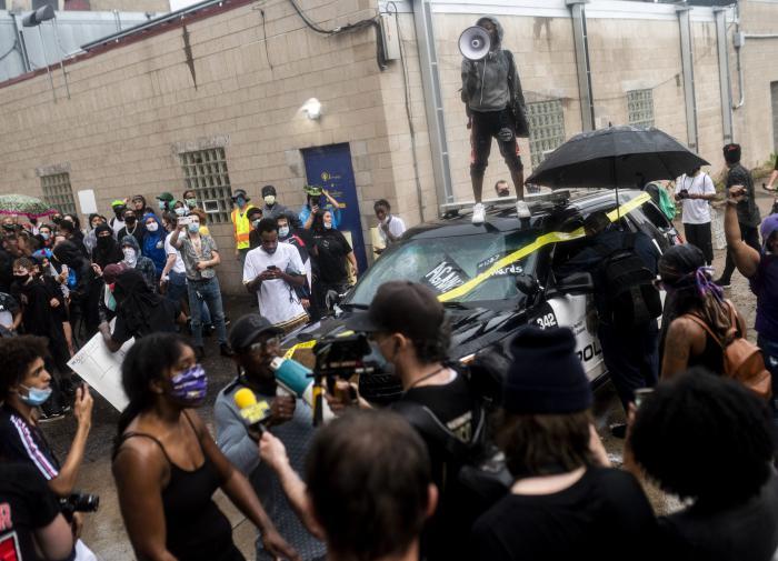 """США: угроза миру и неспособность справиться со """"своими"""" бунтами"""