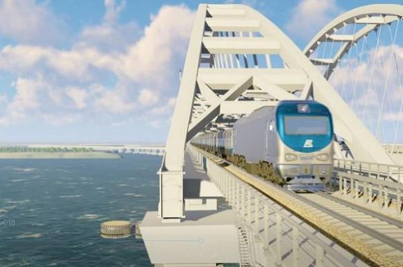 Прокладка ж/д путей по Крымскому мосту ведется круглосуточно