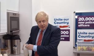 Борис Джонсон возмутил британцев заваркой чая