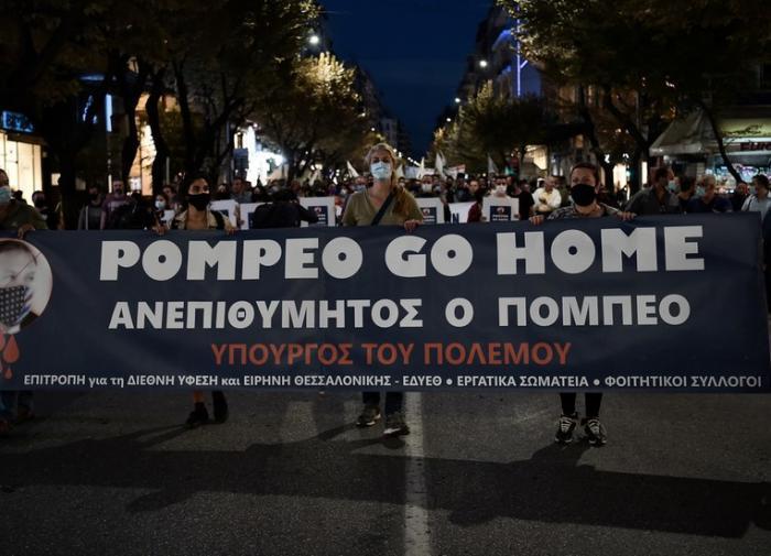 "Народ в Греции не рад приезду Майка Помпео: ""Янки, иди домой!"""