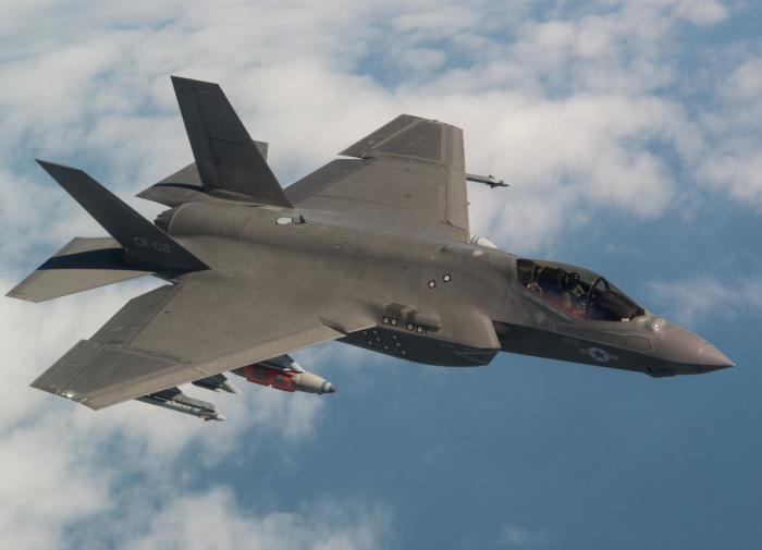 """""""Даже старый C-200 видит его"""": эксперт развеял миф о незаметности F-35"""
