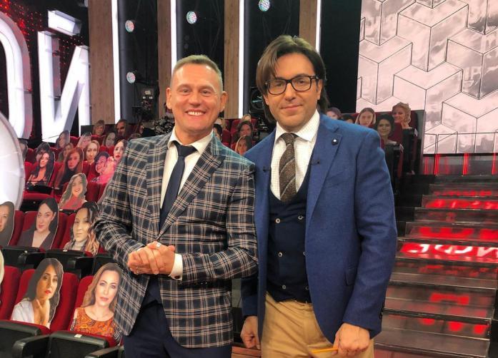 Меньшиков показал бутафорских зрителей в программе Малахова