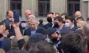 Глава Северной Осетии безуспешно пытается успокоить митингующих