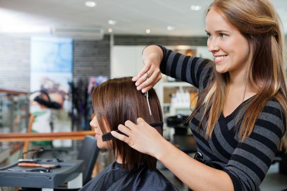 С 15 июня в Петербурге работают парикмахерские, но клиенты не спешат