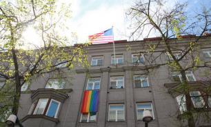 NBC: Трамп запретил посольствам США вывешивать радужные флаги