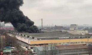 Два вертолёта привлекли к тушению пожара на юге Москвы
