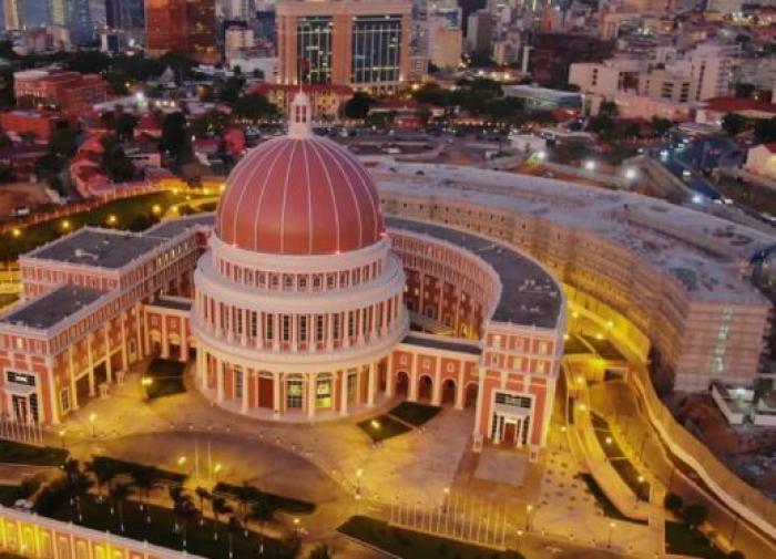Ангола: с 25-М днем рождения