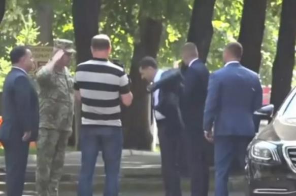 Зеленский резко оттолкнул от себя главу министерства обороны Украины