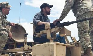 Чак Норрис сфотографировался на танке Abrams, чем удивил пользователей Сети