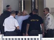 Экс-главу Израиля посадили в камеру для потенциальных самоубийц
