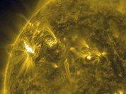 """Массивная вспышка на Солнце может """"отключить"""" Землю от электричества на 10 лет - гипотезы"""