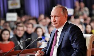 Путин опроверг обвинения в манипуляции журналистами на прямой линии