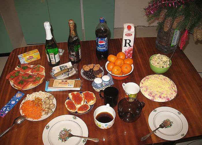 Бедных россиян будут кормить синтетической едой