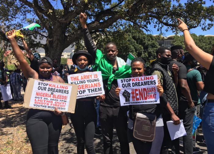 Разъярённые протестующие в Нигерии сожгли телевизионную станцию